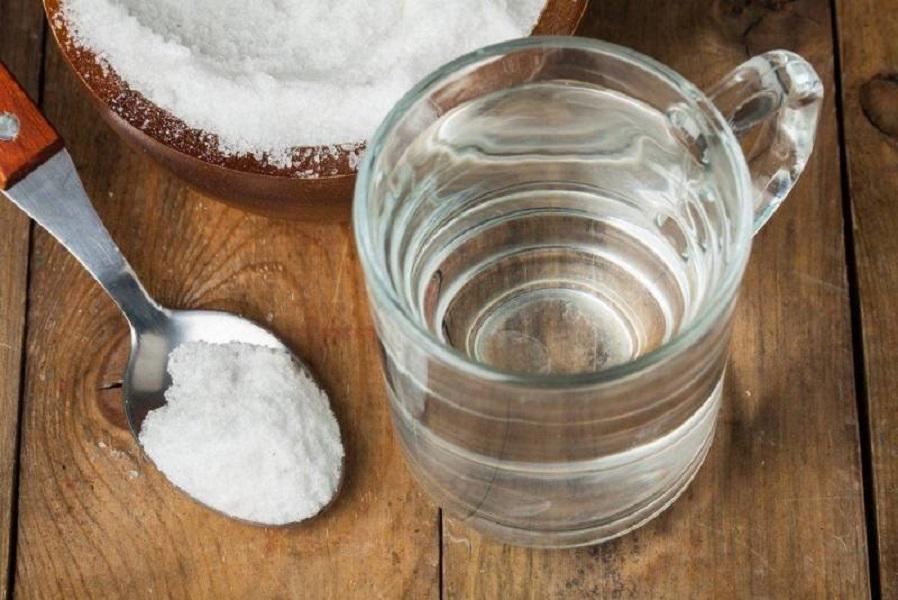 Пищевая сода с горячей водой
