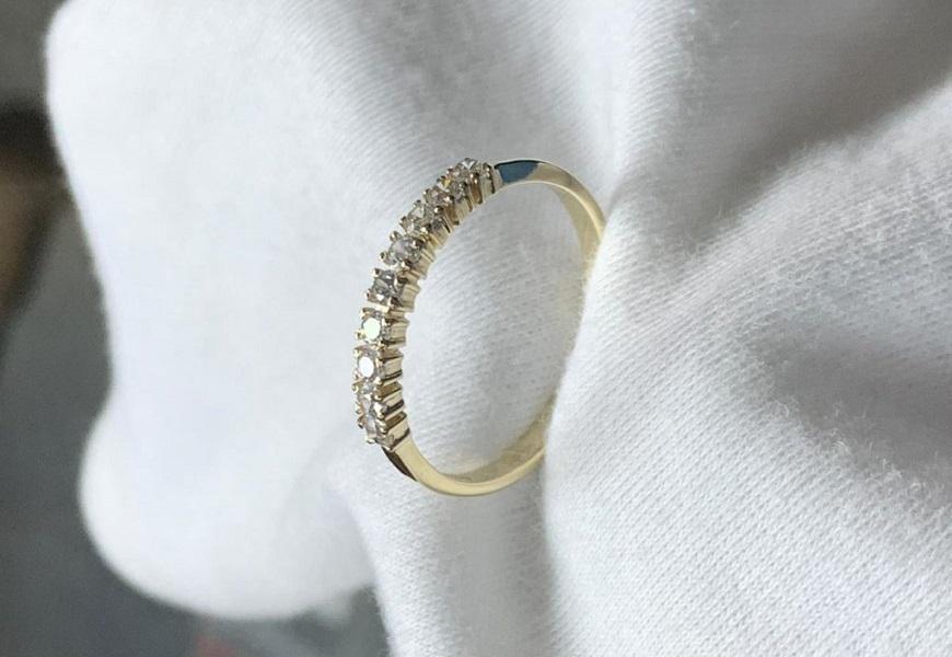 Полированное золотое кольцо