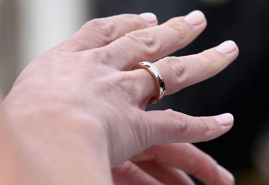 выровнять золотое кольцо