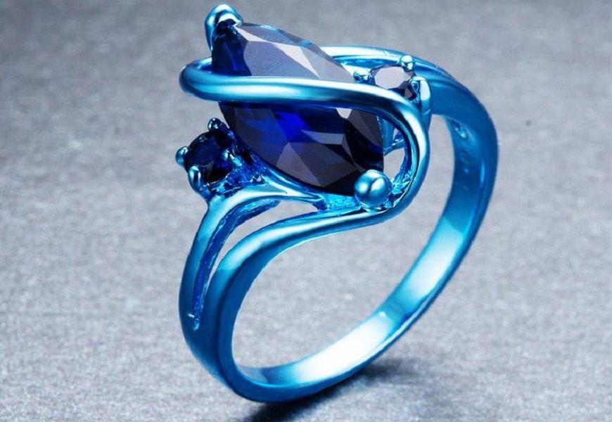Голубое золото кольцо с камнем