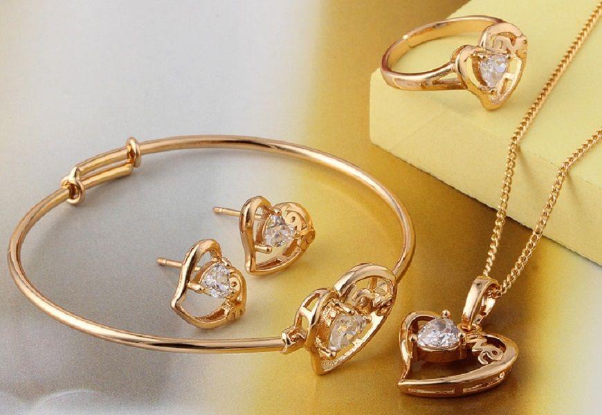 Набор золотых украшений