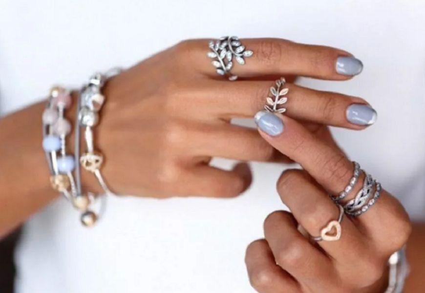 Кольца драгоценные на руке