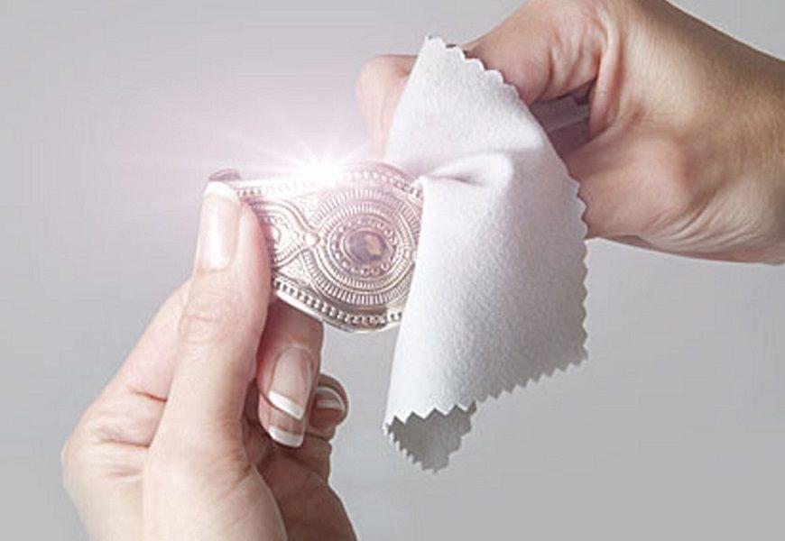 Множество способов, как почистить серебро в домашних условиях